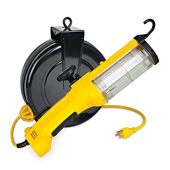 30' Retractable Work Light And Outlet